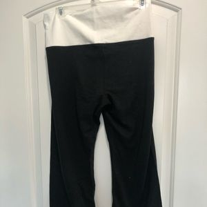 Pants - Nwt Yoga flare Capris  size XS